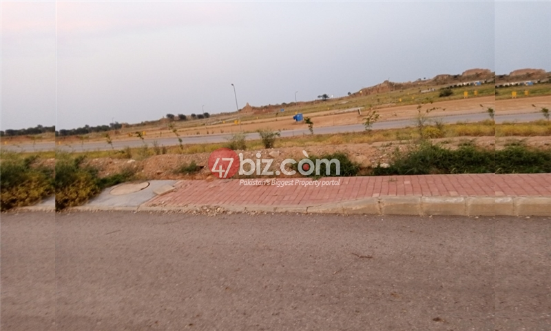 Plot-For-sale-5-Marla-in-Bahria-Town-Phase-8-3