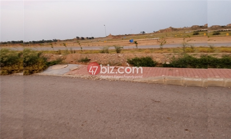 Plot-For-sale-5-Marla-in-Bahria-Town-Phase-8-4