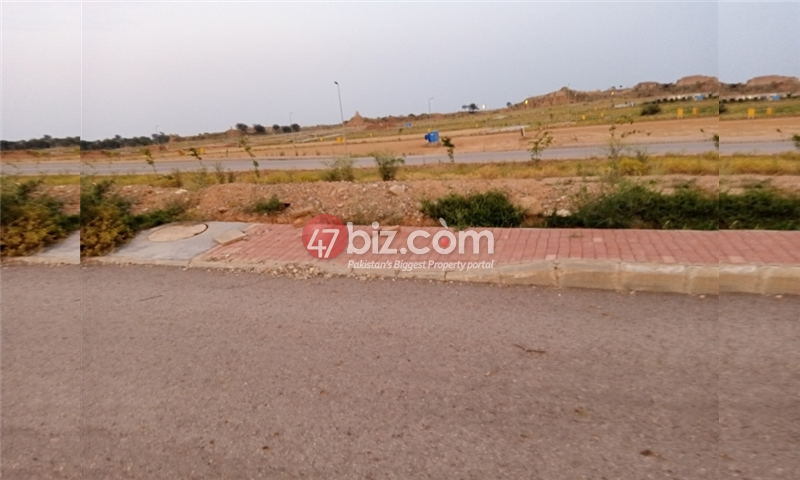Plot-For-sale-5-Marla-in-Bahria-Town-Phase-8-5
