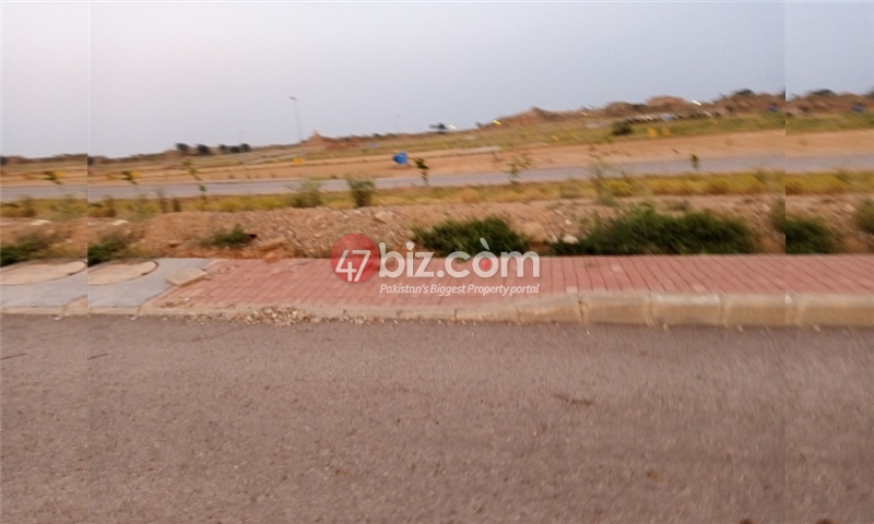 Plot-For-sale-5-Marla-in-Bahria-Town-Phase-8-6